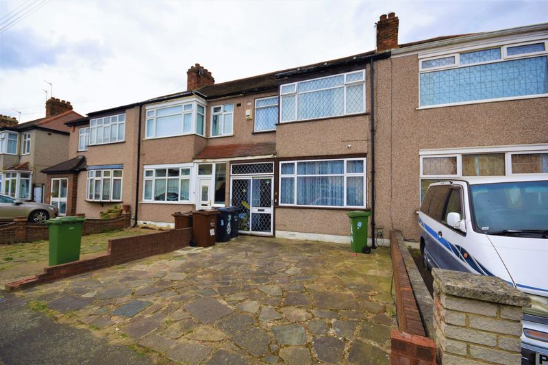 3 Bedrooms Terraced House for sale in Temple Avenue, Dagenham